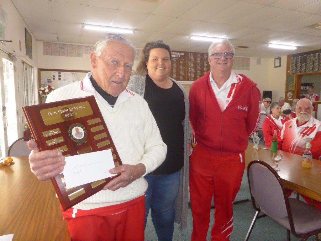 Ashlee Prior presented Dick Prior Memorial Singles Shield to winner Murray Sauer, and runner-up Chris Jones