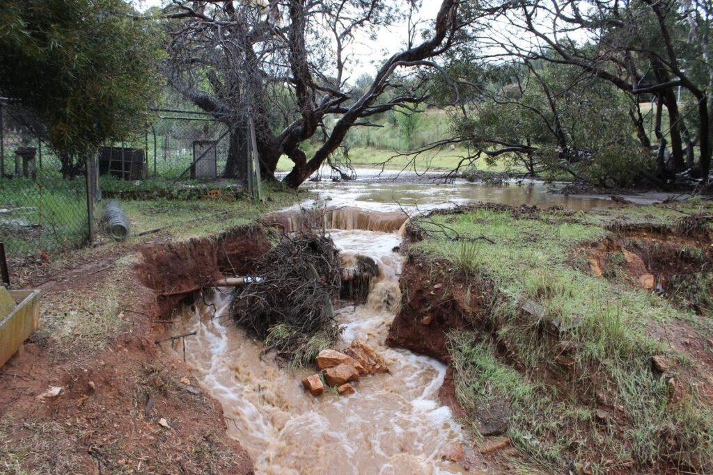 Kangaroo Park Creek (off Thiele Highway) SA Water Supply Pipeline under threat of damage